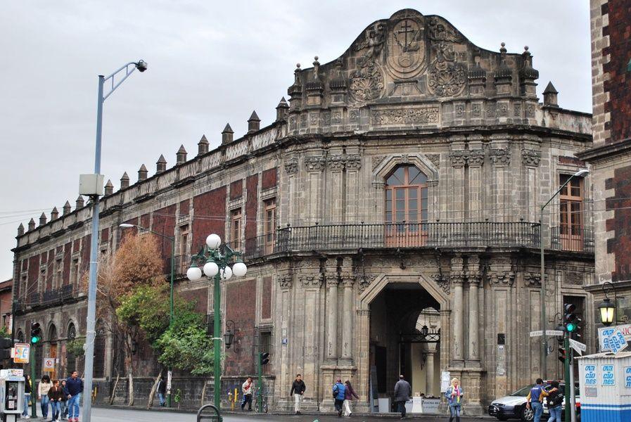 Palacia de la Escuela de Medicina hosts the Museo de la Medicina Mexicana, a Mexico City must see