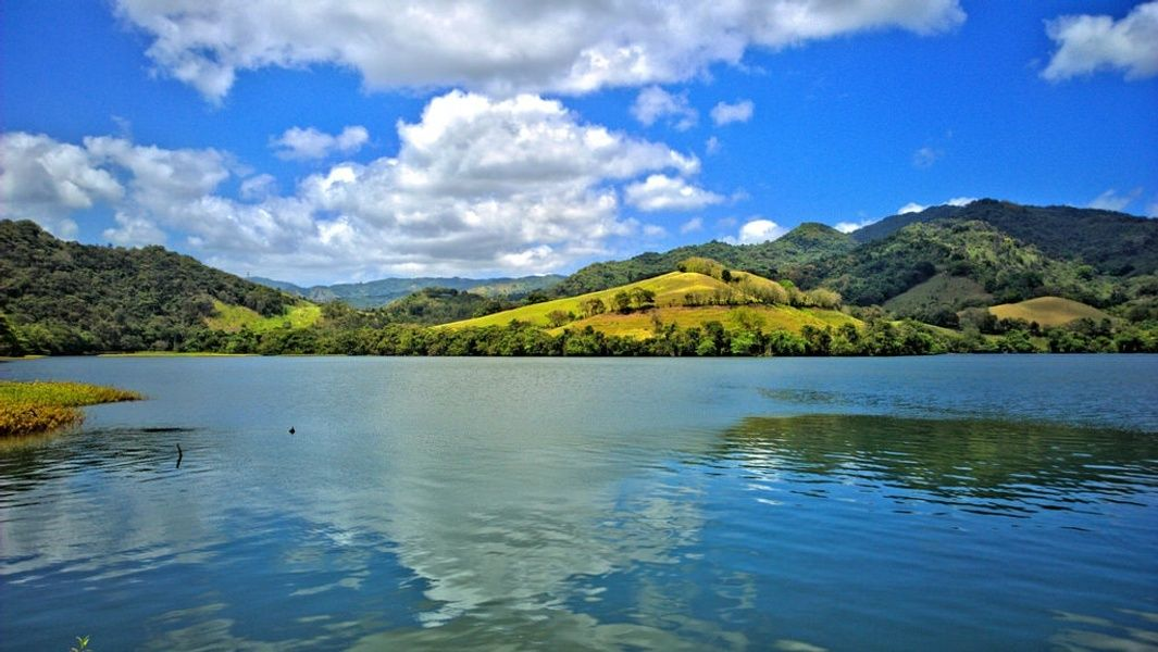 Lago Dos Bocas Sightseeing in Puerto Rico