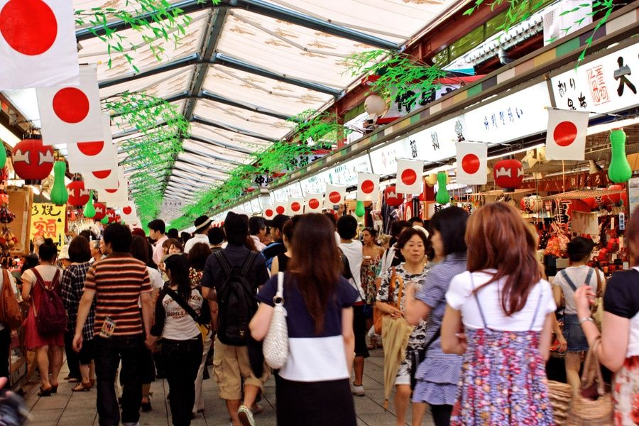 Nakamise-dori Street is a great Tokyo sightseeing spot