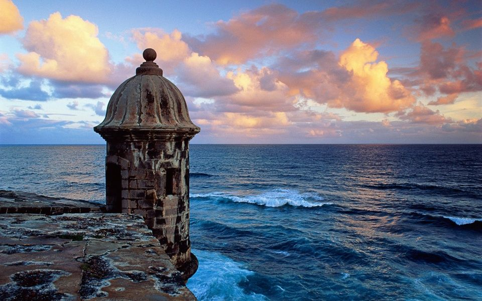 Sunsey cruise around San Juan's coast is one of the expedia Puerto Rico excursions ViaHero loves