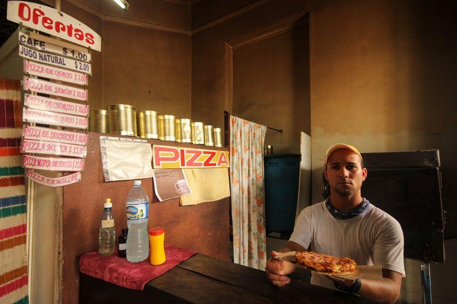 Cuban food pizza cubana