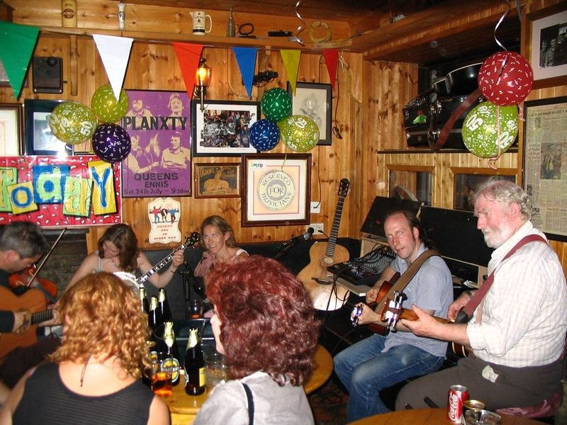 Listening to music in Doolin is one of the best things to do in the west of Ireland