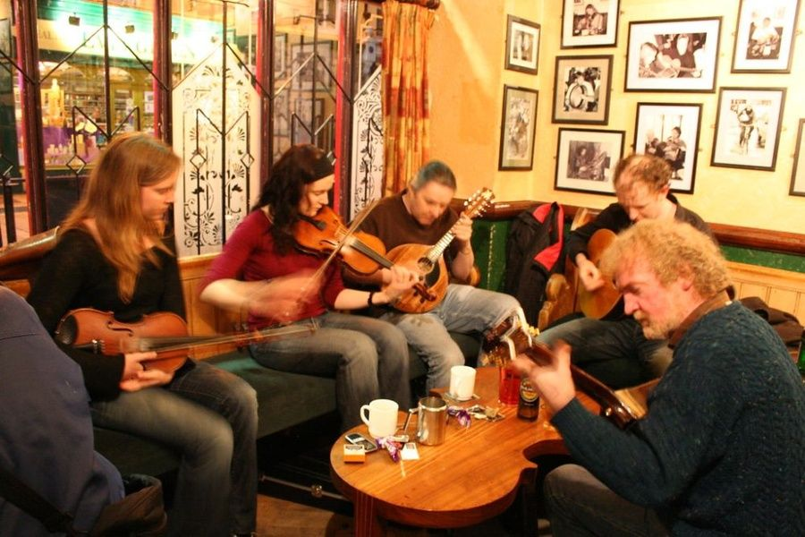 Listening to a trad session is one of the best things to do in Dublin Ireland