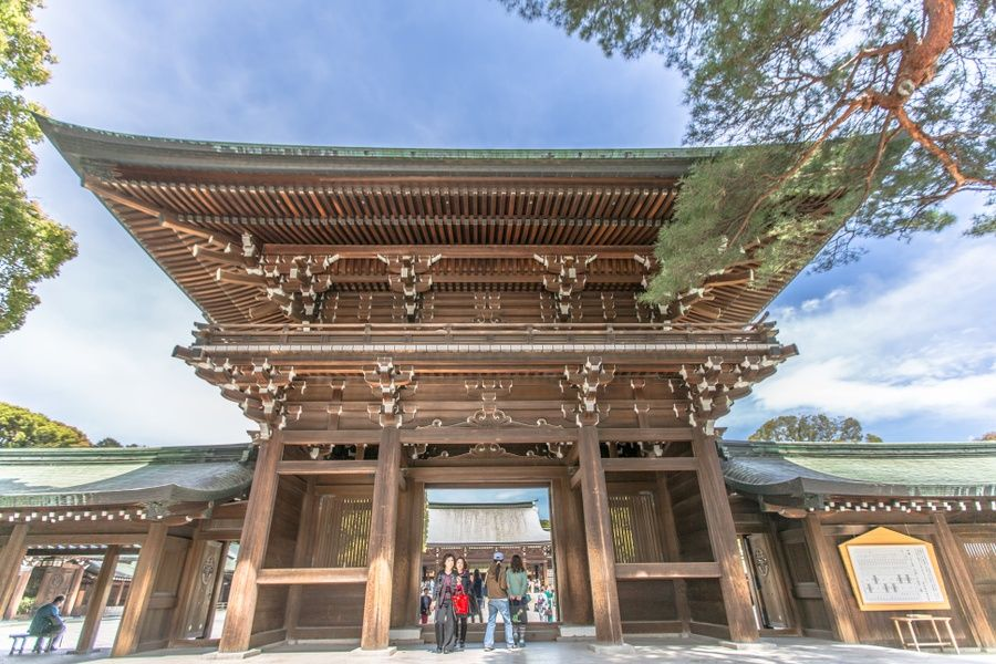 For a cool Tokyo honeymoon, incorporate some Tokyo wedding traditions