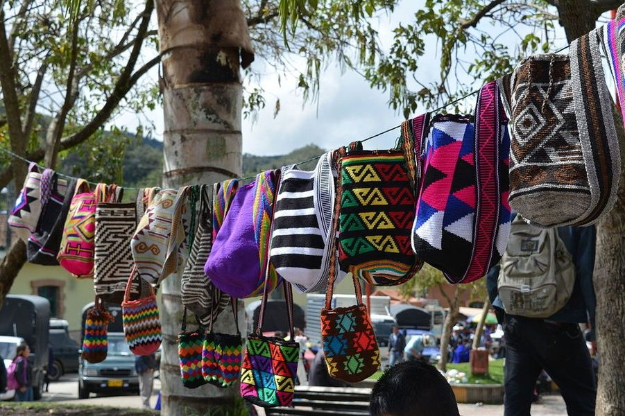 Enjoy Colombia tourism by getting unique gifts