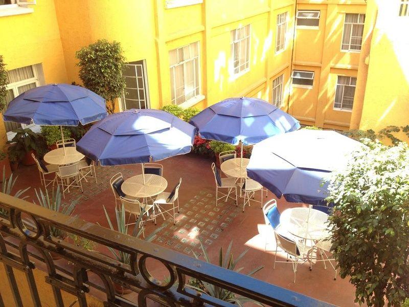 Cheerful Hotel Ritz feels like a Mexico City resort