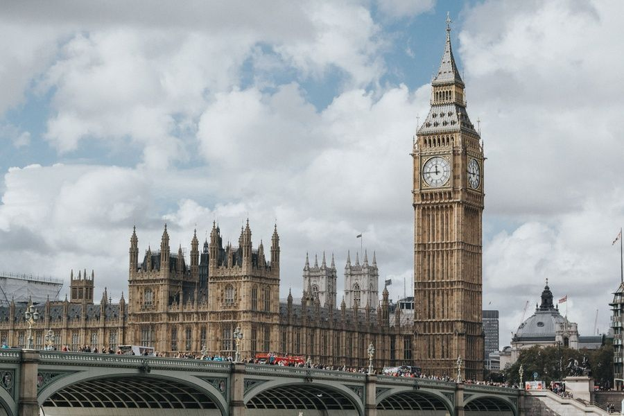Is London safe? Yes, but certain tourist hubs have high crime rates