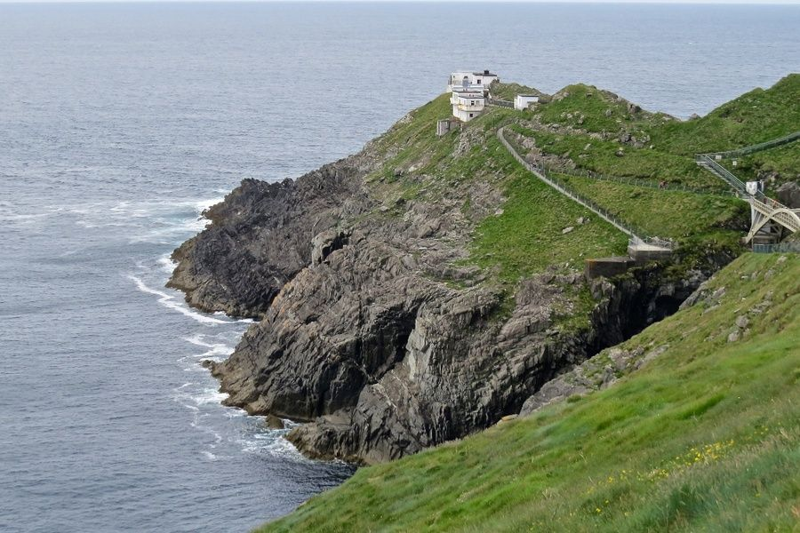 Visiting Mizen Head is an awesome thing to do in Ireland