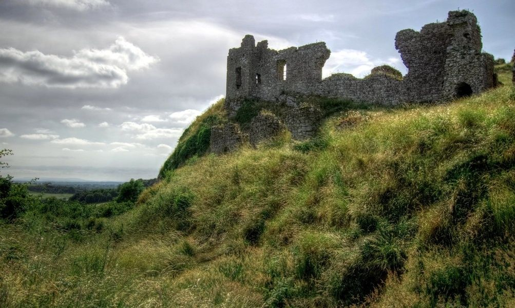 Visiting Dunamase Castle is a free thing to do in Ireland