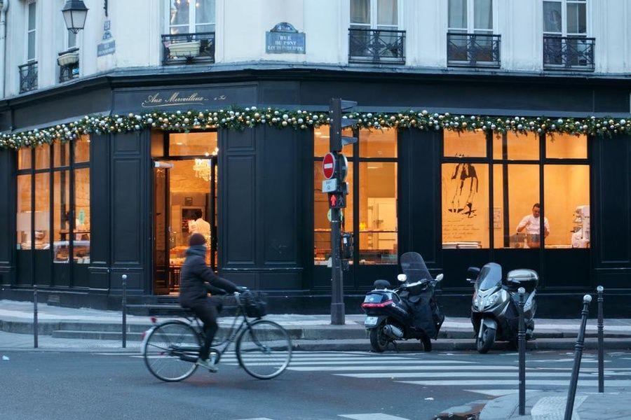 Neighborhoods Travel to Paris