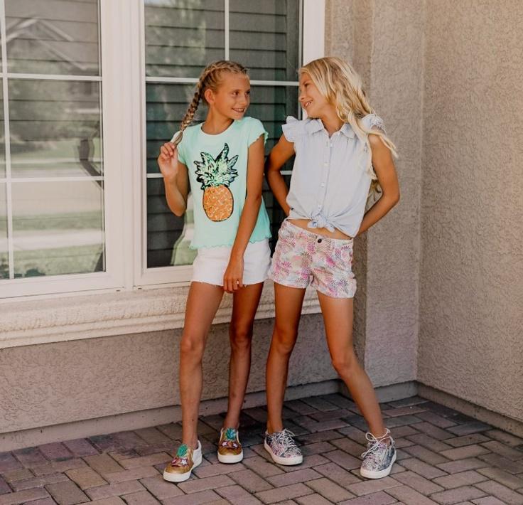 Girls in kidpik outfits