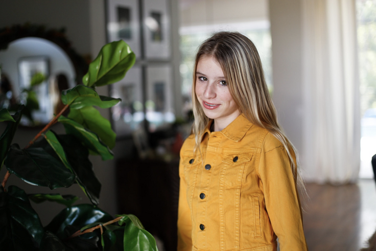 Girl wearing kidpik