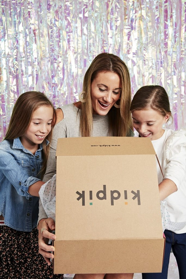Mom and 2 girls opening fashion subscription box