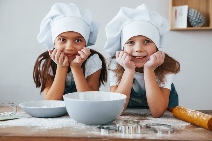 2 girls cooking together