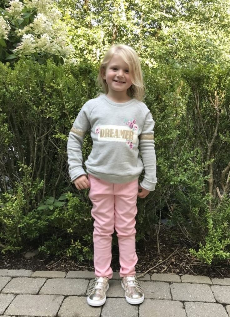 Girl in kidpik outfit