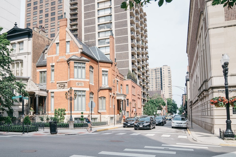 Historic mansion on Dearborn and Schiller